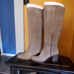 Boots suede